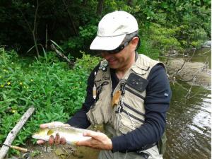 Moniteur guide de pêche dans les Pyrénées
